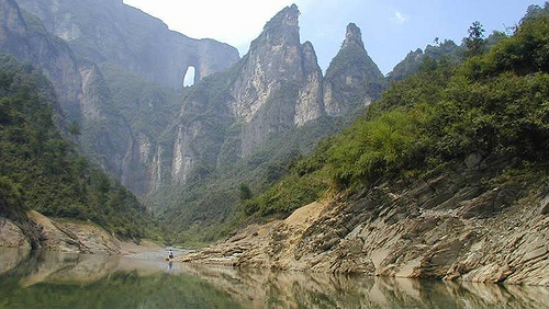 Caverna gigante na China (Monte Tianmen da província deHunan)