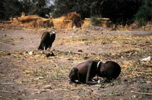 A Criança e o Urubu – Foto de Kevin Carter, em1993